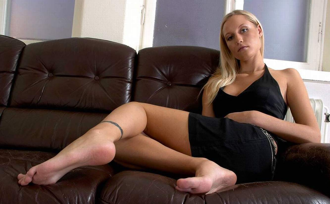 legs feet and bare Amateur