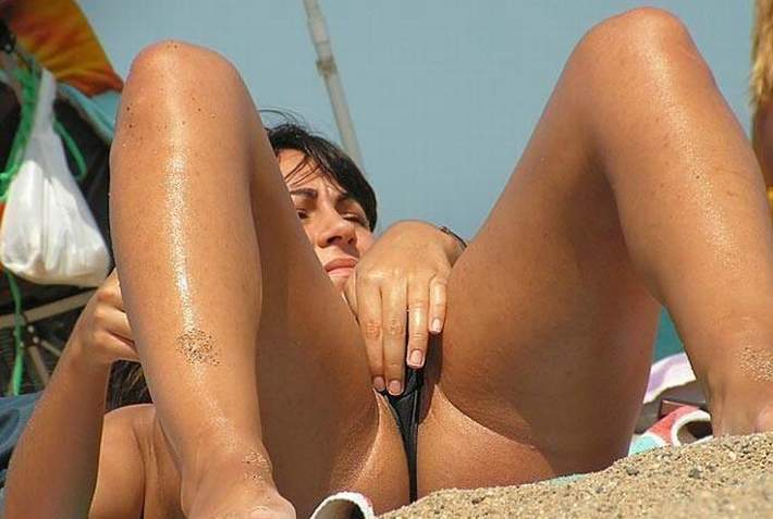 Upskirt in nude beachh