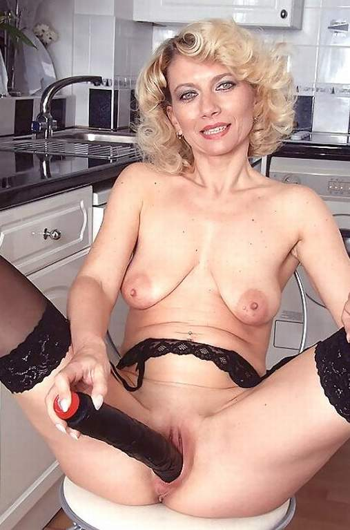 older women nude Amateur