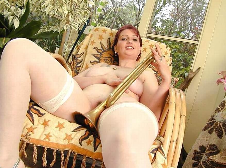 Naked men suck vagina girl