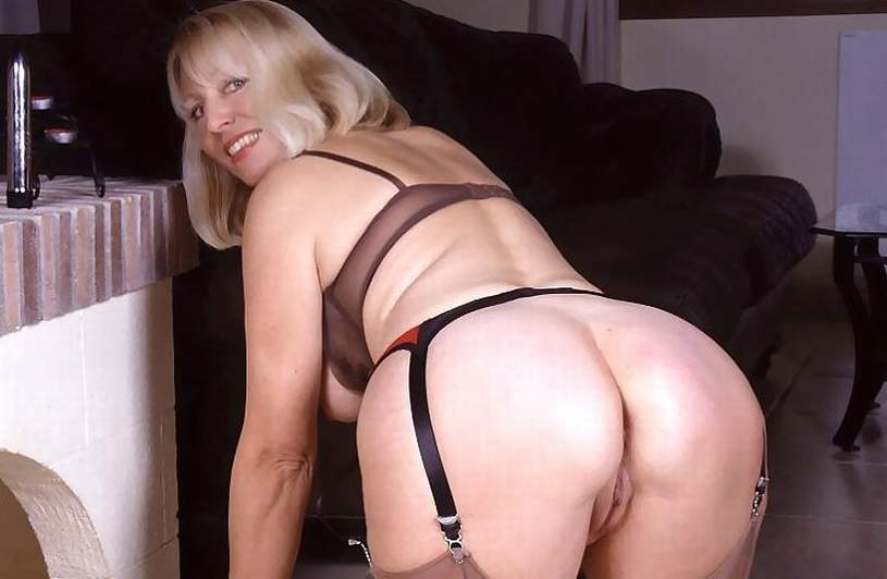 Hot nude wife panties