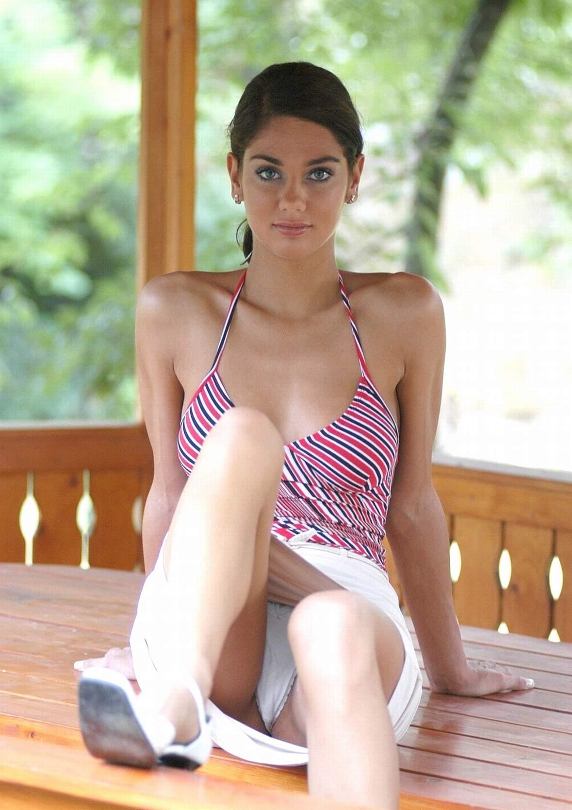 Tori Amos Upskirt With Upskirt Sitting Voyeur-9266